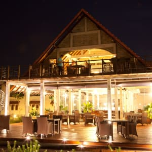Uga Bay by Uga Escapes in Passekudah: Restaurant at Night