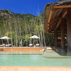 Six Senses Ninh Van Bay in Nha Trang: Restaurant at the pool