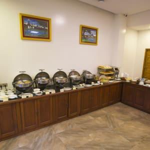 Yadanarpon Dynasty in Mandalay: Restaurant | Buffet