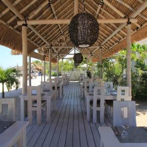Mahamaya in Gili: Restaurant deck