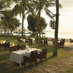 Belmond Jimbaran Puri Bali à Sud de Bali: Restaurant on the beach
