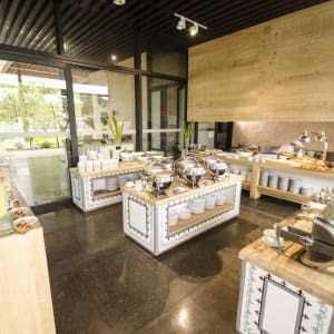 Amorita Resort in Bohol: Saffron Breakfast