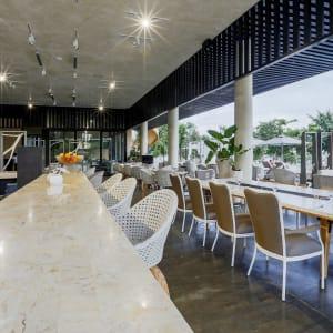 Amorita Resort in Bohol: Saffron Restaurant Bar Station