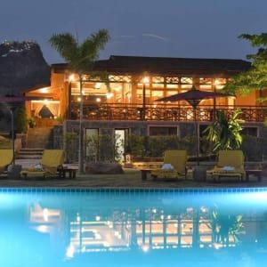 Popa Garden Resort à Bagan: Sandague Restaurant   from outside