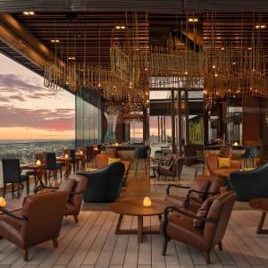 AVANI+ Riverside Bangkok Hotel: Seen Restaurant & Bar