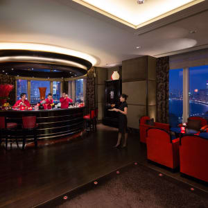 The Peninsula à Shanghai: Sir Elly's Bar with view