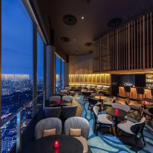 Swissotel The Stamford à Singapour: SKAI Bar Evening View