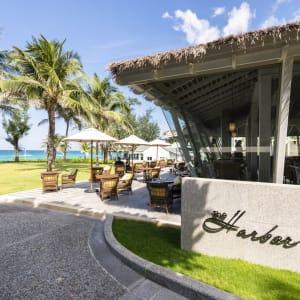 The Shore at Katathani à Phuket: The Harbor Restaurant