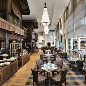 Anantara Riverside Bangkok Resort: The Market