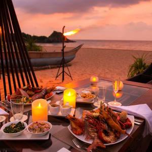 Shinagawa Beach à Balapitiya:  The Tuna Boat - intimate dining on the beach