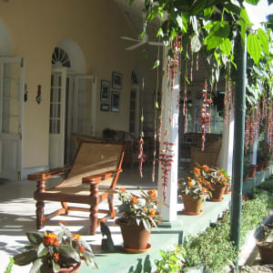 Glenburn Tea Estate à Darjeeling: Glenburn Tea Estate Planters' Chair on the Verandah