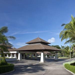 Dusit Thani Krabi Beach Resort: Lobby from outside