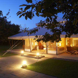 Aman-i-Khas in Ranthambore: Lounge Tent Exterior night