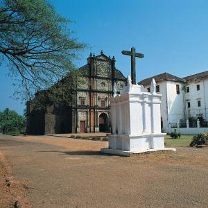 Das koloniale Erbe Goas: Goa Basilica of Bom Jesus 002