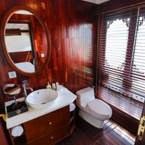 Halong Bucht Kreuzfahrten mit «The Au Co» ab Hanoi: Grand Deluxe - Bathroom