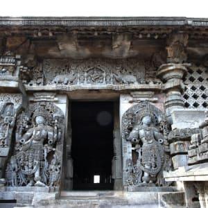 Trésors culturels du Karnataka de Bengaluru: Halebid: entrance to temple