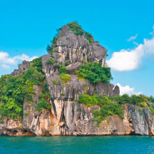 Glanzlichter Vietnam - von Saigon nach Hanoi: Halong Bay isolated island