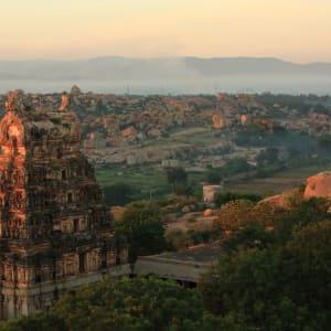 Karnatakas kulturelles Vermächtnis ab Goa: Hampi: Malyavantha Raghunath Temple