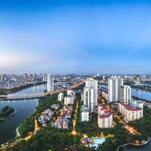 Vietnam Erlebnisreise - Von Hanoi zum Mekong Delta: Hanoi cityscape at twilight