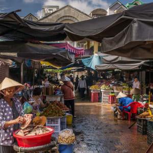 Flusskreuzfahrt nach Angkor ab Saigon: heritage-line-mekong-excursion-market-tan-chau