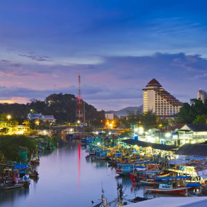 Mietwagenrundreise in den Süden ab Bangkok: Hua Hin Fisherman village Khao Takiab