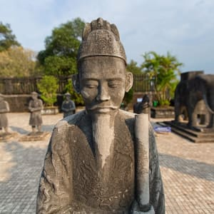 Grosse Indochina Reise ab Hanoi: Hue Statues at the tomb of Emperor Khai Dinh