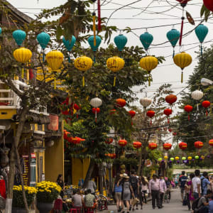 Grosse Indochina Reise ab Hanoi: In the streets of Hoi An at daytime
