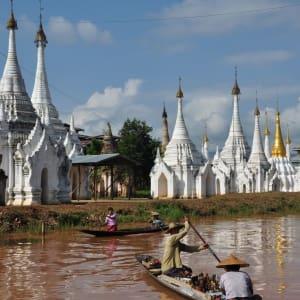La fascination du Myanmar – un pays en mutation de Yangon: Inle Lake pagodas