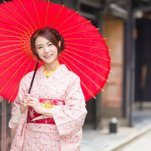 Entdeckungen im Westen Japans ab Kyoto: Japan Women with traditional Kimono