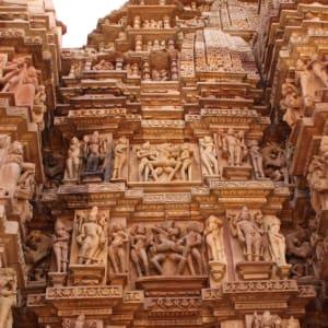 Indien für Geniesser ab Delhi: Khajuraho: temple with erotic scenes