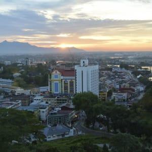 Les hauts lieux de Bornéo option longhouse de Kuching: Kuching