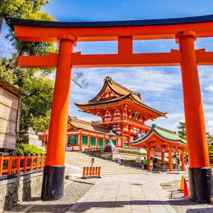 Le Japon sur de nouveaux chemins de Osaka: Kyoto Fushimi Inari Taisha Shrin