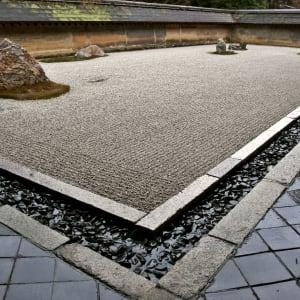 Gruppenreise «Im Reich der Sonnengöttin» ab Kyoto: Kyoto temple with stone garden