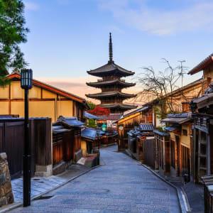 Le Japon sur de nouveaux chemins de Osaka: Kyoto Yasaka Pagoda and Sannen Zaka Street