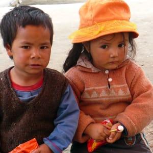 Les montagnes spectaculaires de Ladakh de Leh: Ladakh: brother and sister
