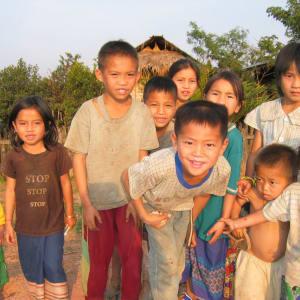 Überland von Vientiane nach Luang Prabang - 2 Tage: Laos: curious kids in a village