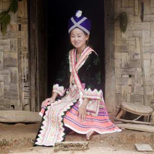 Überland von Vientiane nach Luang Prabang - 2 Tage: Laos: Hilltribe Girl
