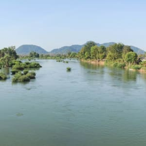 Liebliches Süd-Laos ab Pakse: Laos Mekong river flows in the middle of Don Khong and Don Det islands