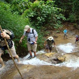 Bergstämme und Natur in Nord-Laos ab Luang Prabang: Laos Nong Khiaw Waterfall Trekking
