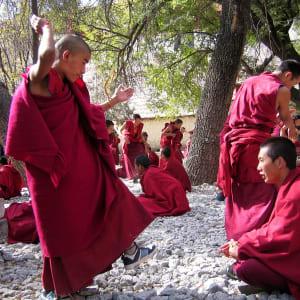 Avec le train du Tibet sur le toit du monde de Pékin: Lhasa Tibetan Monks at Sera Monastery