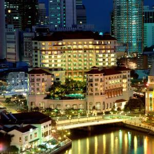 Swissotel Merchant Court in Singapur: Exterior by night