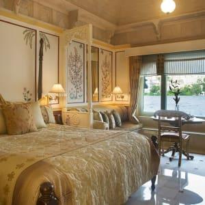 Taj Lake Palace in Udaipur: Luxury