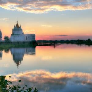 Le pays doré de Yangon: Mandalay Amarapura Buddhist Temple