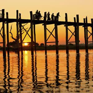 La fascination du Myanmar – un pays en mutation de Yangon: Mandalay Amarapura U-Bein Bridge