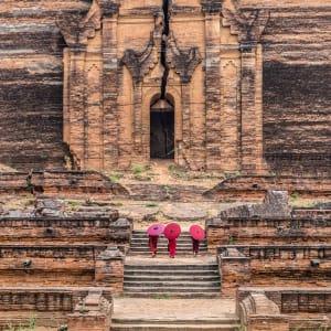 Flussfahrt auf dem mystischen Irrawaddy ab Bhamo: Mandalay Mingun buddhist novices