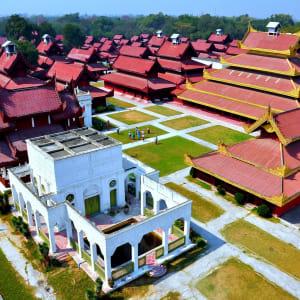 La fascination du Myanmar – un pays en mutation de Yangon: Mandalay Palace