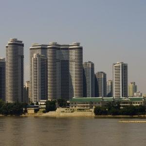 Grand circuit en Corée du Nord de Pyongyang: Mansudae housing complex in Pyongyang