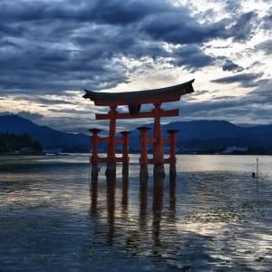 Contrastes du Japon de Tokyo: Miyajima: Tori Itsukushima Shrine