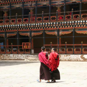 Circuit Amankora de Paro: Monks at Rinpung Dzong in Paro