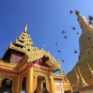 La pagode de Kyaiktiyo & le rocher d'or de Yangon: Myanmar Bago Shwemawdaw Paya pagoda